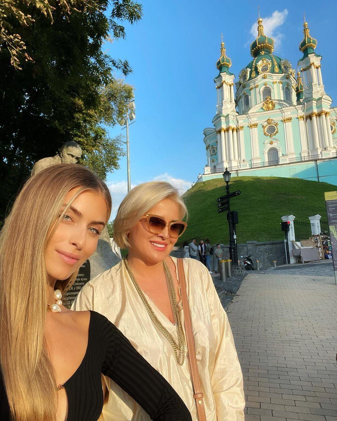 София Евдокименко с мамой на Андреевском спуске.