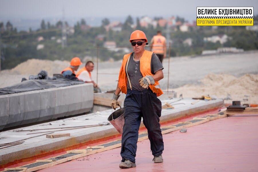 В регионе строят сразу две дороги