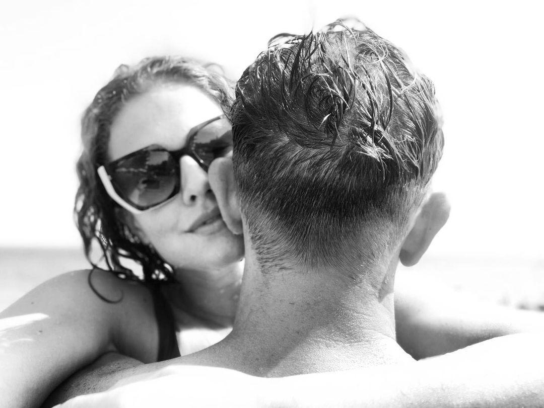 Дмитрий Сова со своей возлюбленной.
