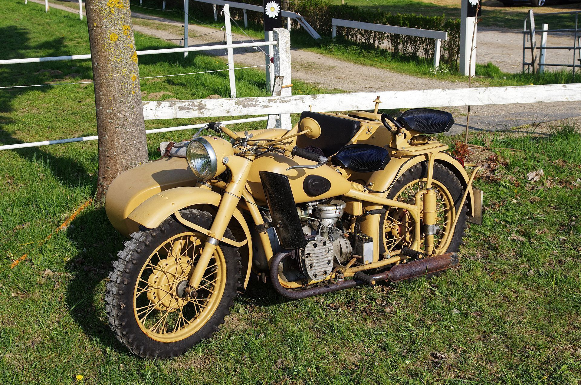 Первый тяжелый мотоцикл КМЗ получил название М72.