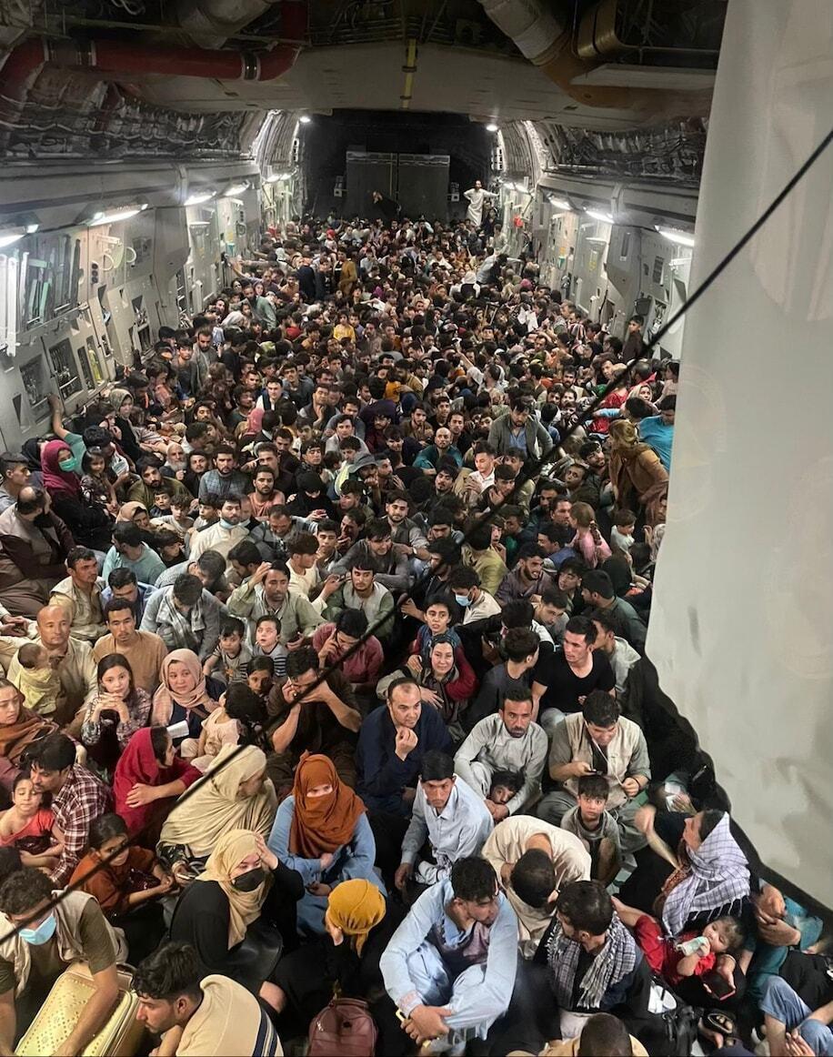 Самолет американских ВВС за раз эвакуировал из Кабула около 640 мирных жителей