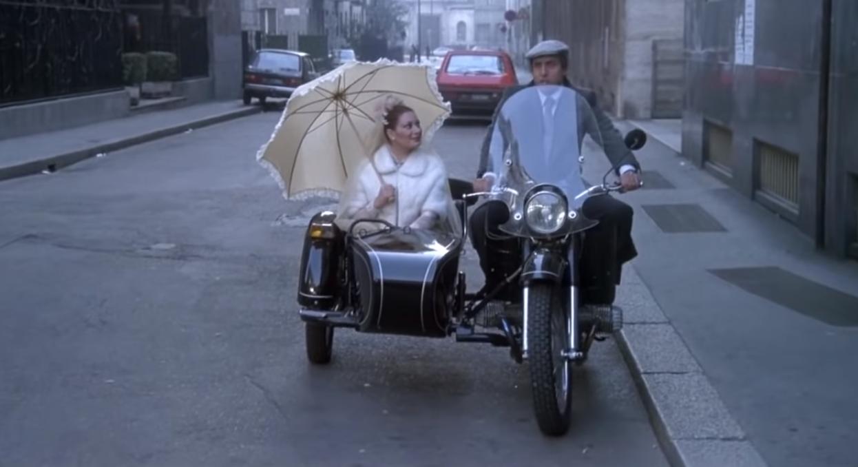 Днепр-10-36 появился в нескольких фильмах с участием Челентано.