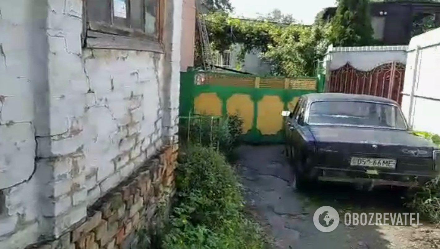 Двор дома, где пострадал маленький Андрей.