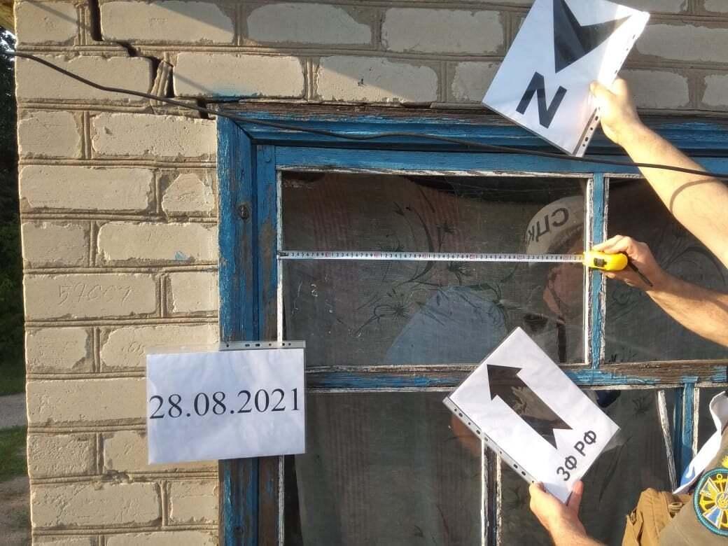 У будинку пошкоджено вікна, стіни.