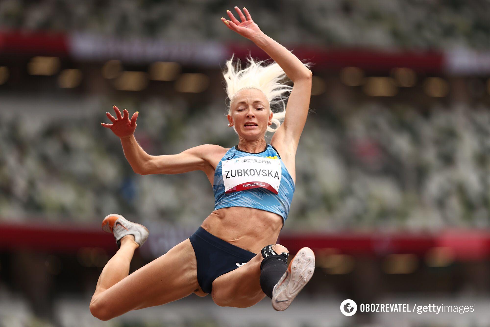 Оксана Зубковская выиграла в секторе для прыжков в длину.