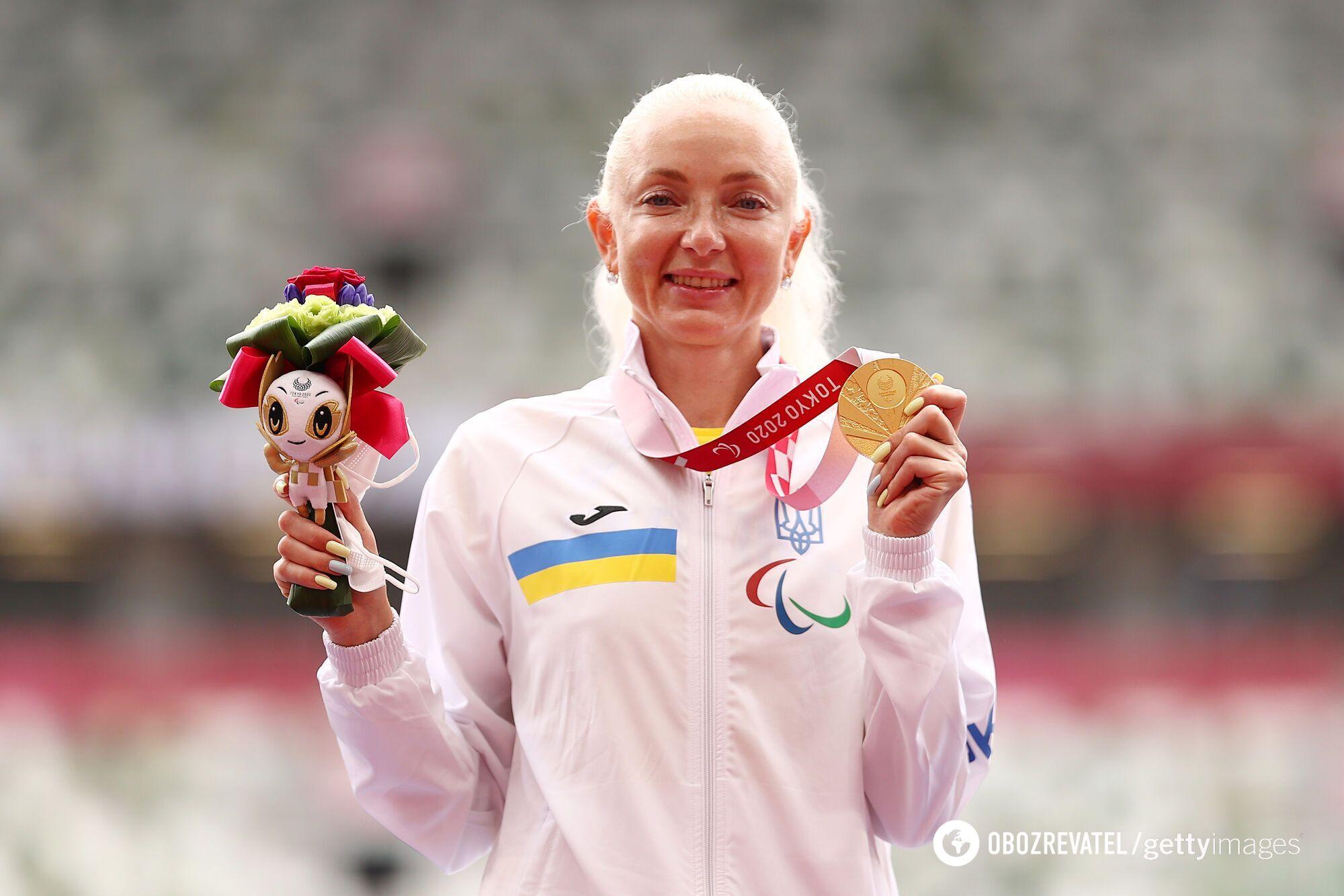 Оксана Зубковська з медаллю.