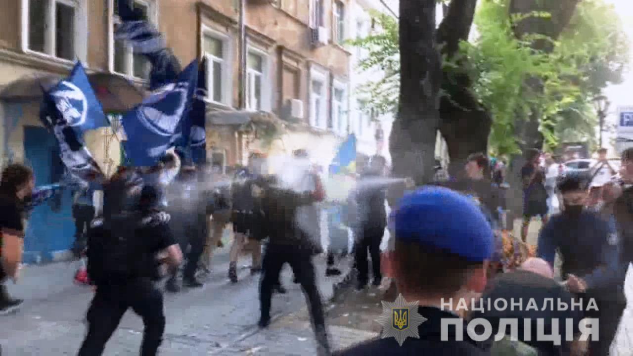Против полиции применили газовые баллончики