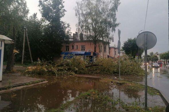 П'ятнадцять осіб отримали травми через ураган у Тверській області.