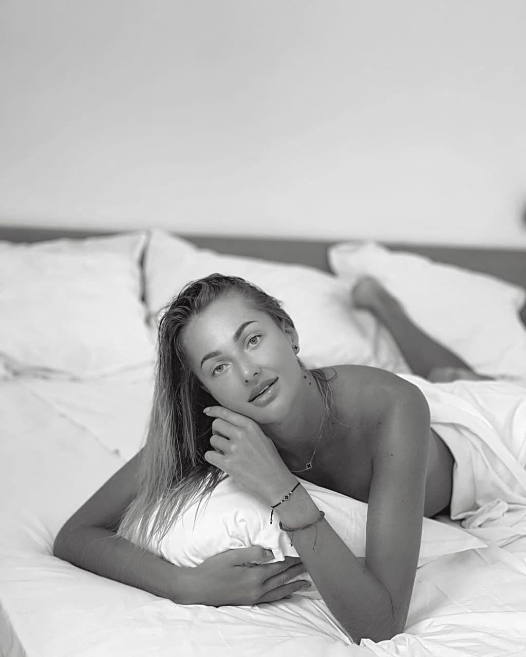 Людмила Осачук знялася в чорно-білому кольорі