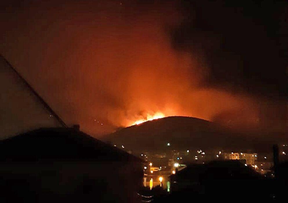 Огонь охватил площадь около 800 гектаров