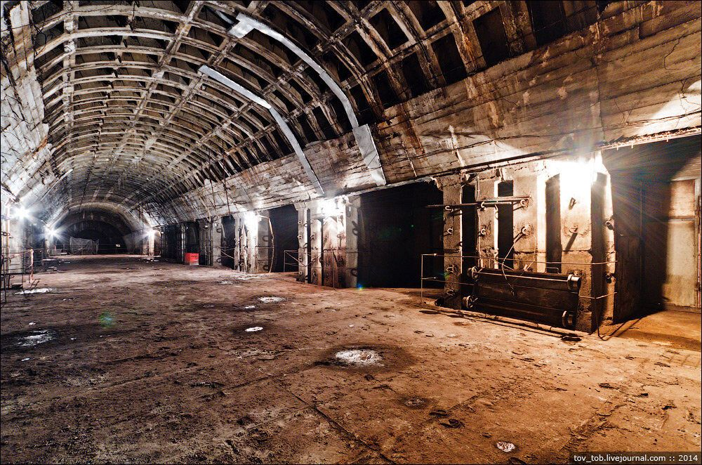 """Станция метро """"Львовская брама""""."""