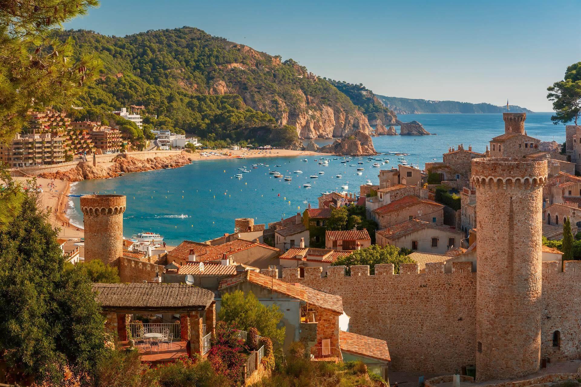Старый город Тосса-де-Мар – единственное сохранившееся в Каталонии средневековое поселение