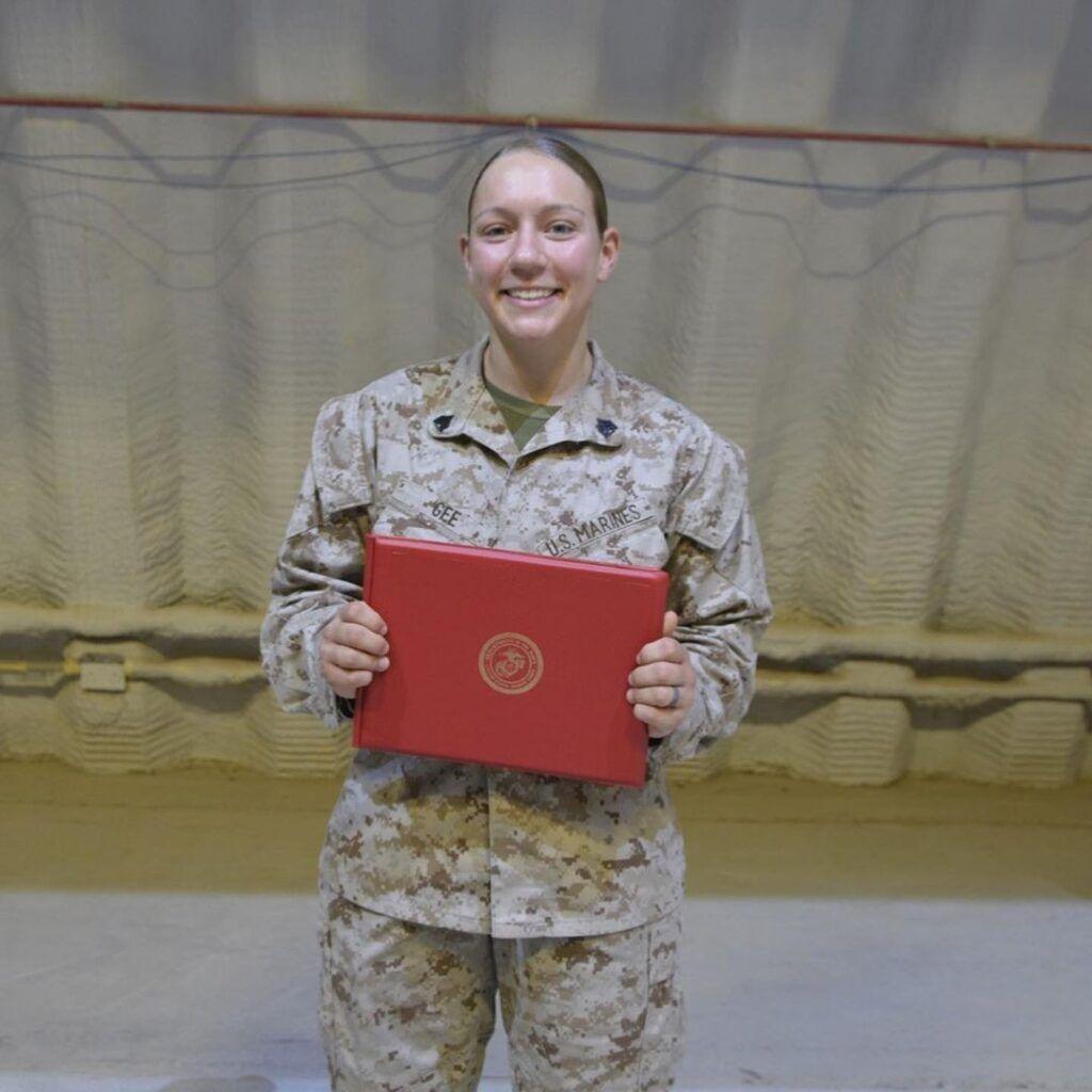 Сержант морской пехоты Николь Джи.