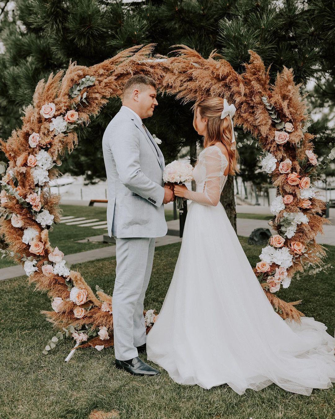 Зинченко и Соколюк в свадебных образах