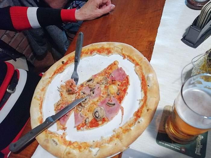 Бабуся ненавидить бортики піци