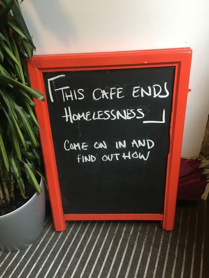 В заведениях предлагают работу для бездомных.
