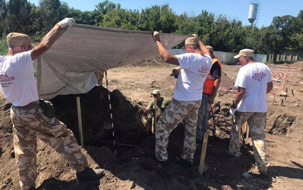 Археологи консервируют места захоронения