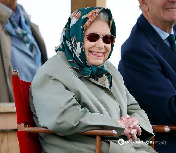 Королева Елизавета II пошутила над туристами.