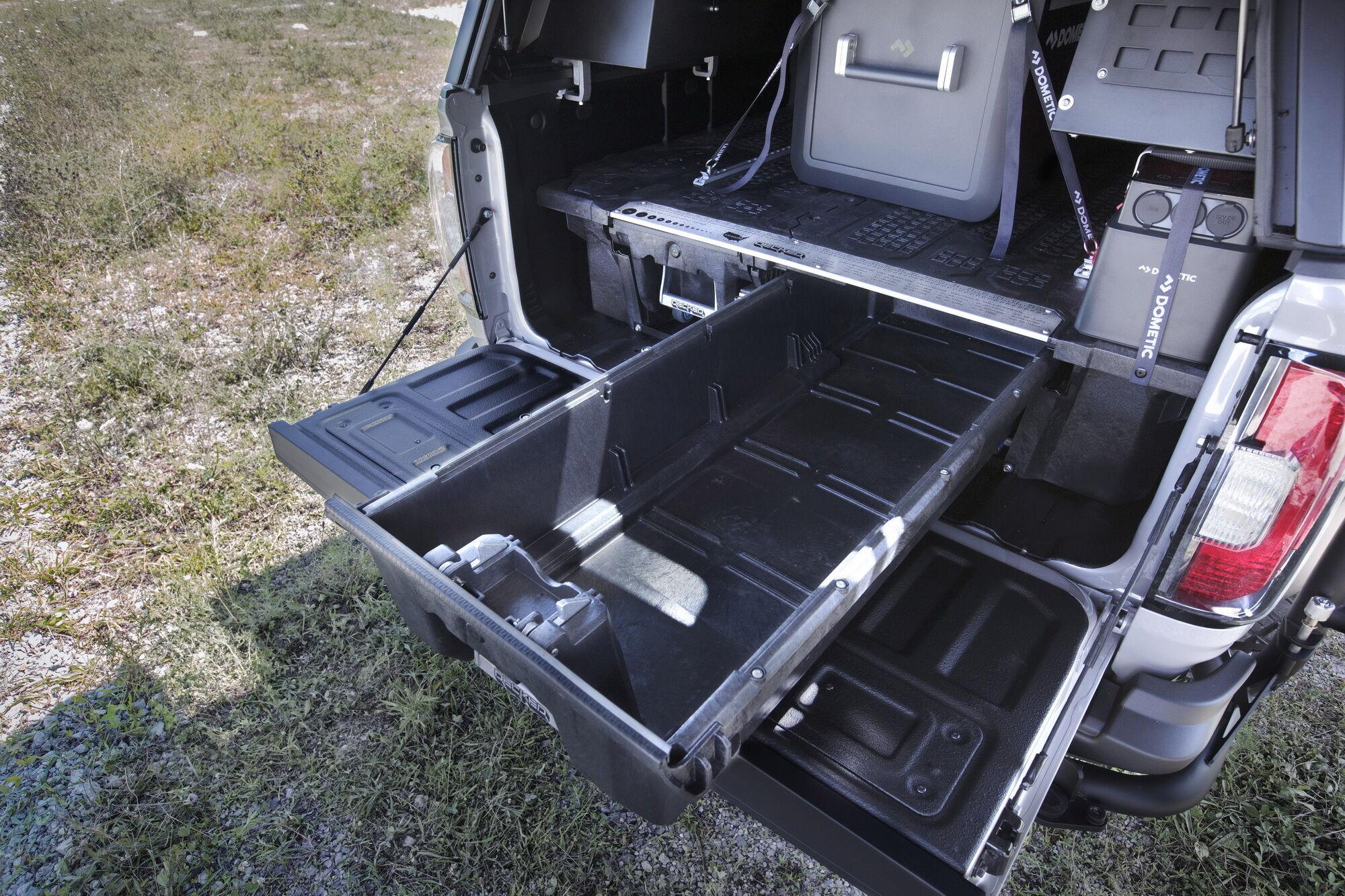 Надстройка над грузовой платформой позволяет вместить широкий ассортимент аксессуаров и инвентаря