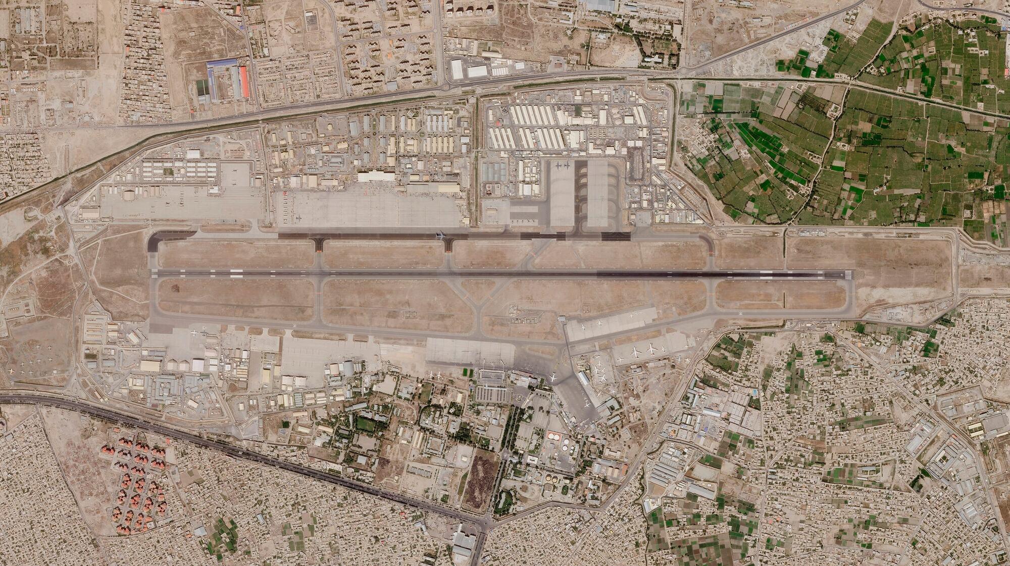 Супутникове фото міжнародного аеропорту Кабула і його околиць, зроблене 28 серпня