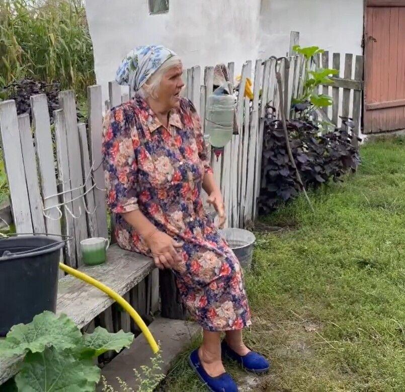 Бабушка артиста не сдержала эмоций.