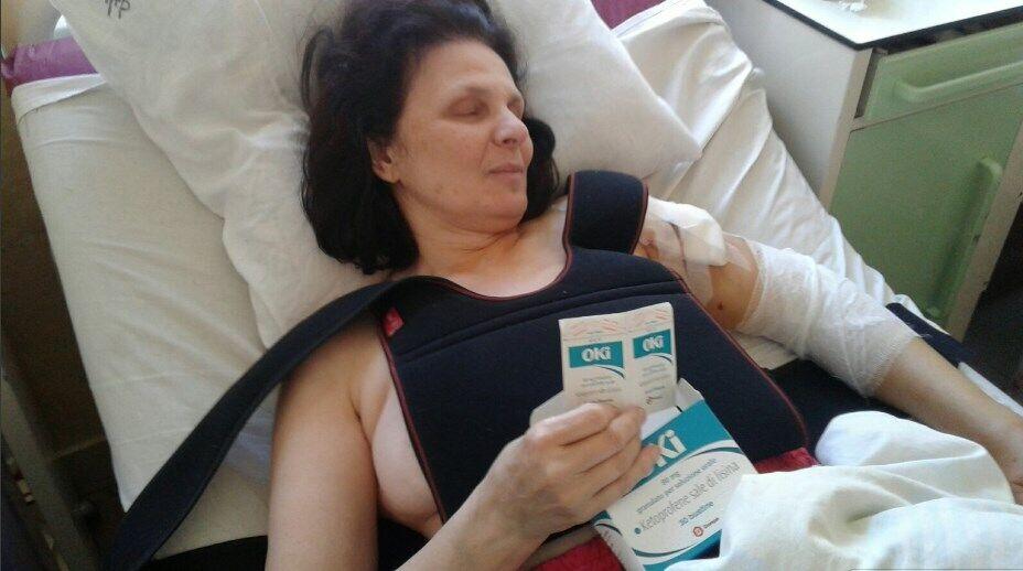 Жительница Мариуполя Светлана Жукова оказалась в больнице с переломами плечевого и локтевого суставов и раздробленным тазобедренным суставом