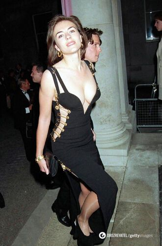 Елізабет Герлі у відвертому вбранні