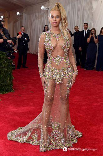 Бейонсе у відвертій сукні