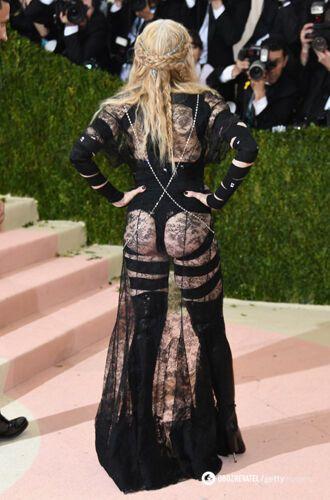 Мадонна засвітила свої форми