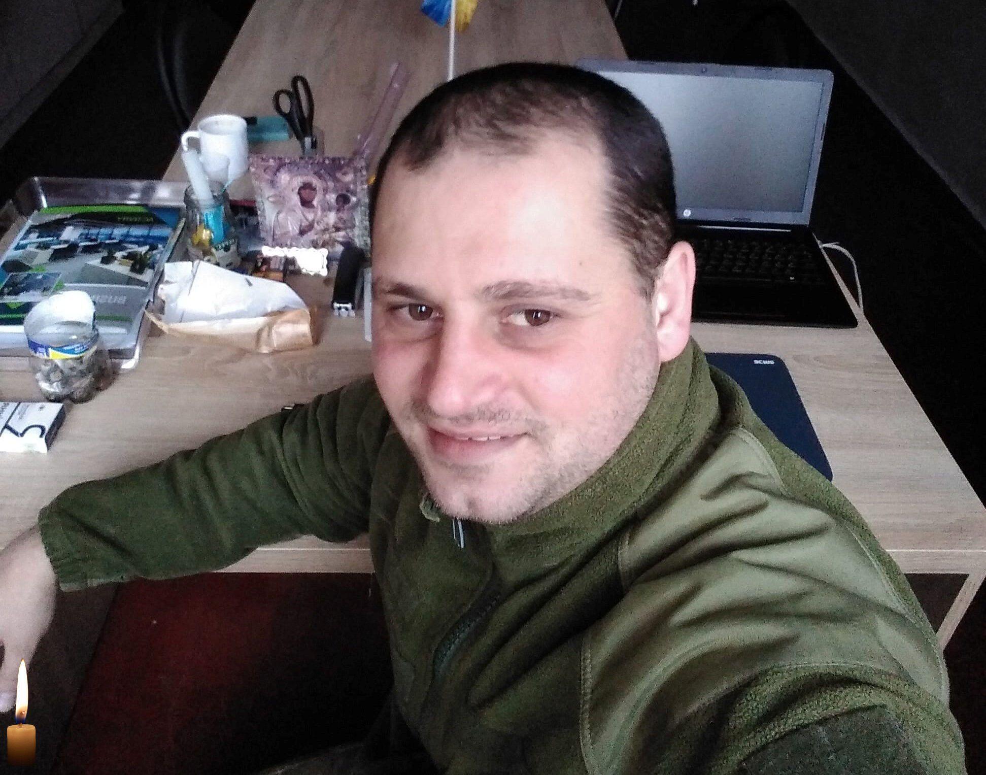 Роман Задорожный погиб во время тушения подара из-за обстрела боевиков.
