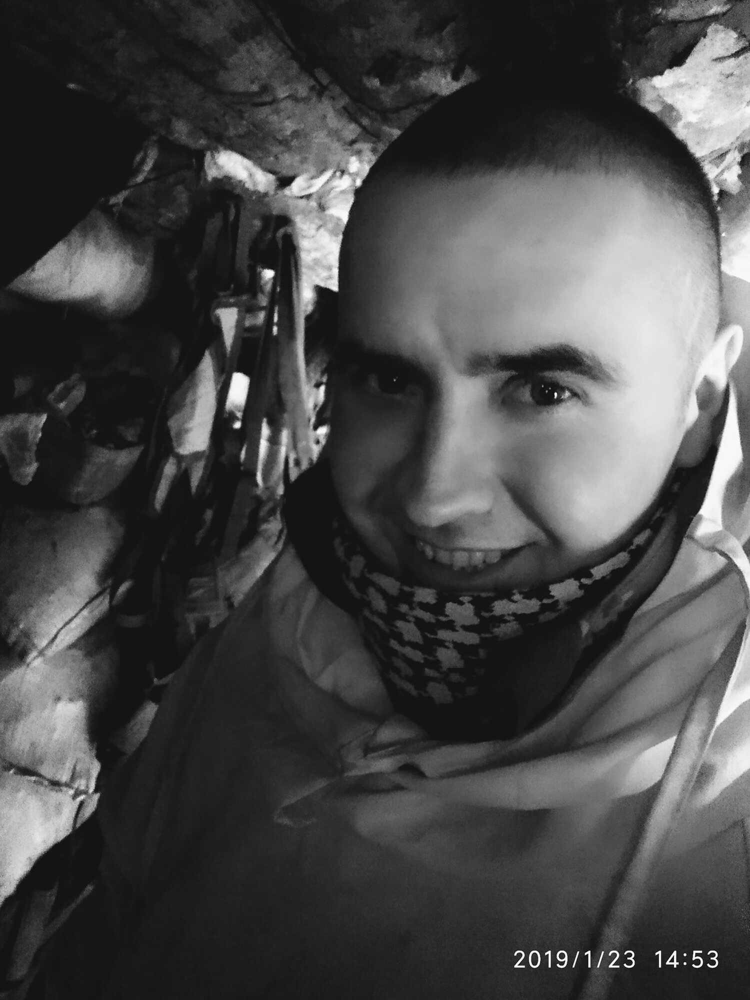 Кран с Ярославом Семенякой был расстрелян вражескими войсками.