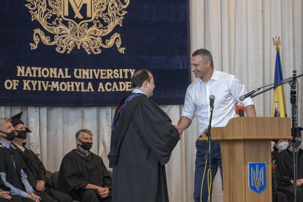 Кличко лично поздравил студентов юридического факультета