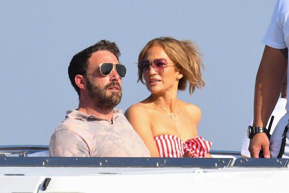 Бен Аффлек и Дженнифер Лопес на отдыхе.