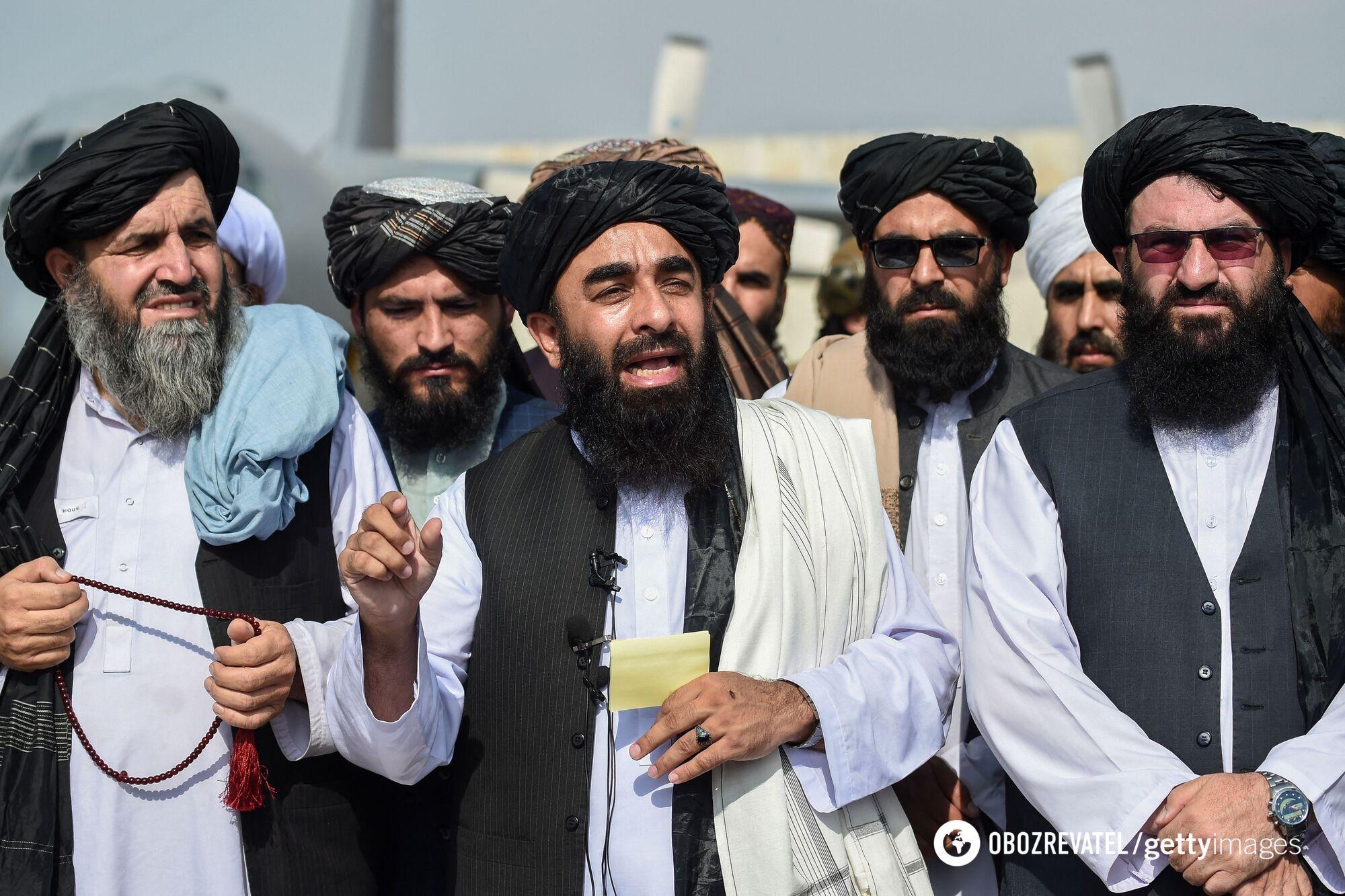"""Руководство """"Талибана"""" осматривает аэропорт после ухода военных США"""