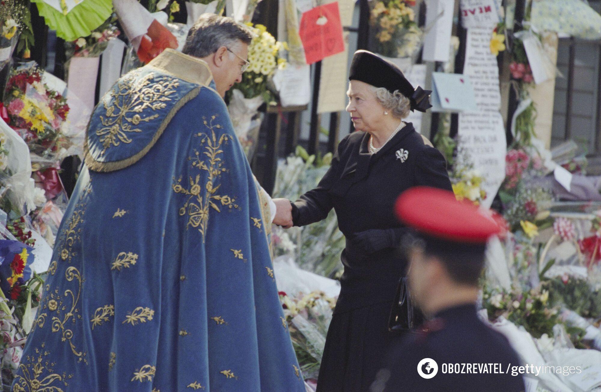 Королева Єлизавета II на похоронах принцеси Діани