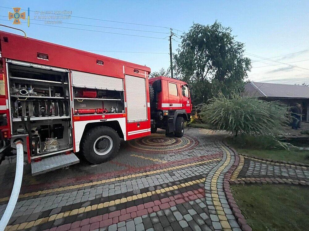 Пожар потушили спасатели.
