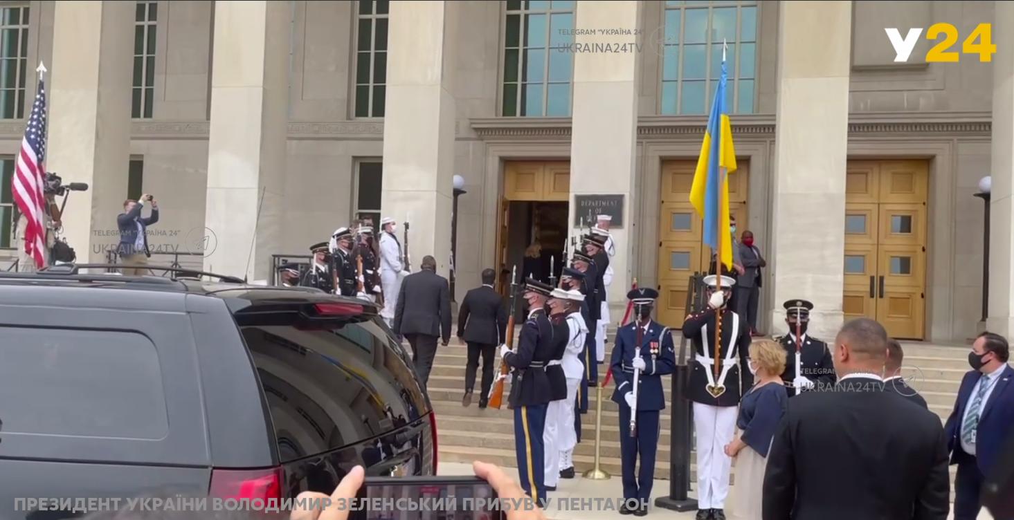 Зеленський прибув на зустріч із міністром оборони США.