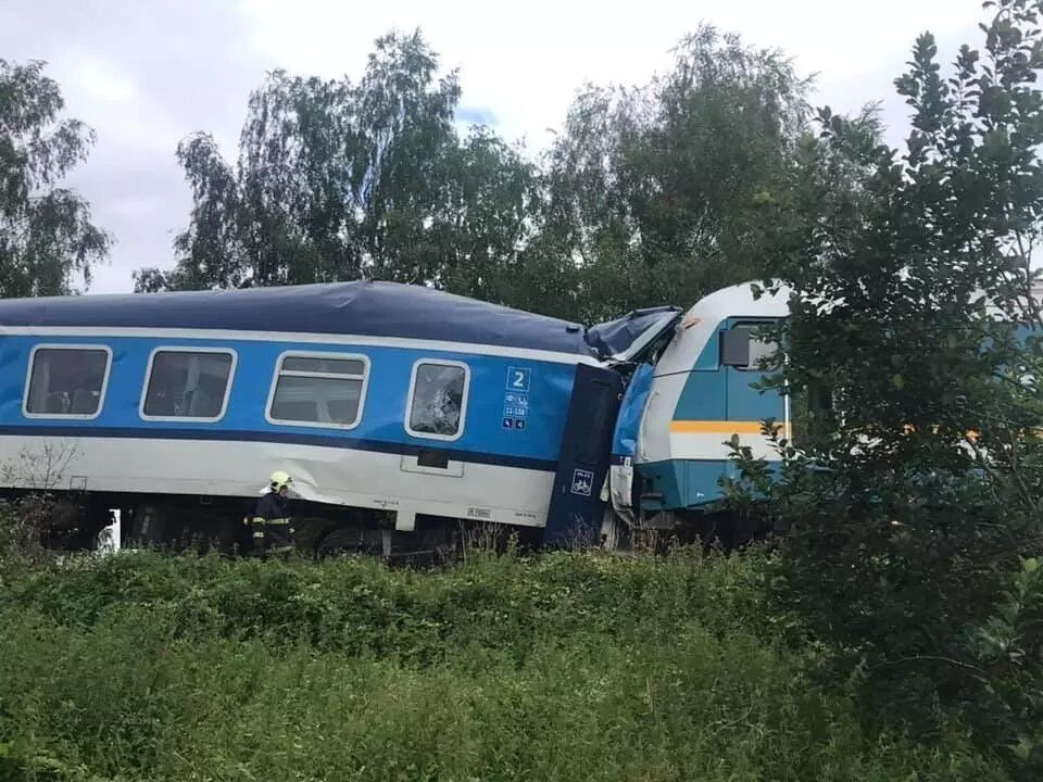 Зіткнулися два пасажирські поїзди
