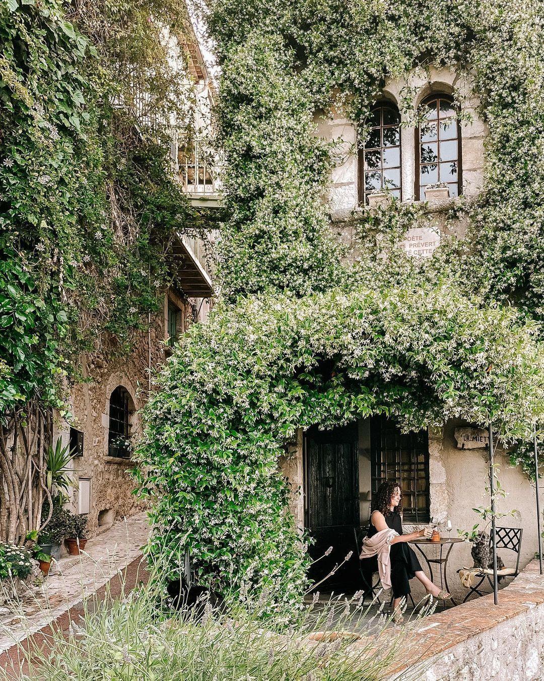 Сен-Поль-де-Ванс – средневековый городок во Франции, который давно превратился в галерею искусства