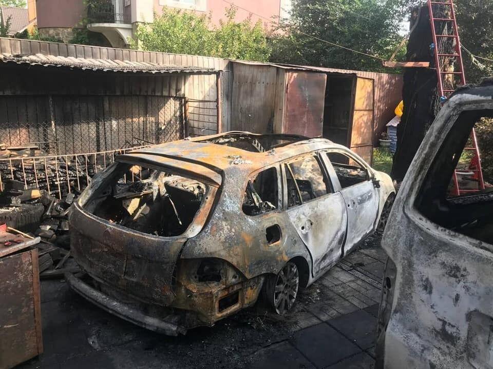 Унаслідок підпалу згоріли два автомобілі.