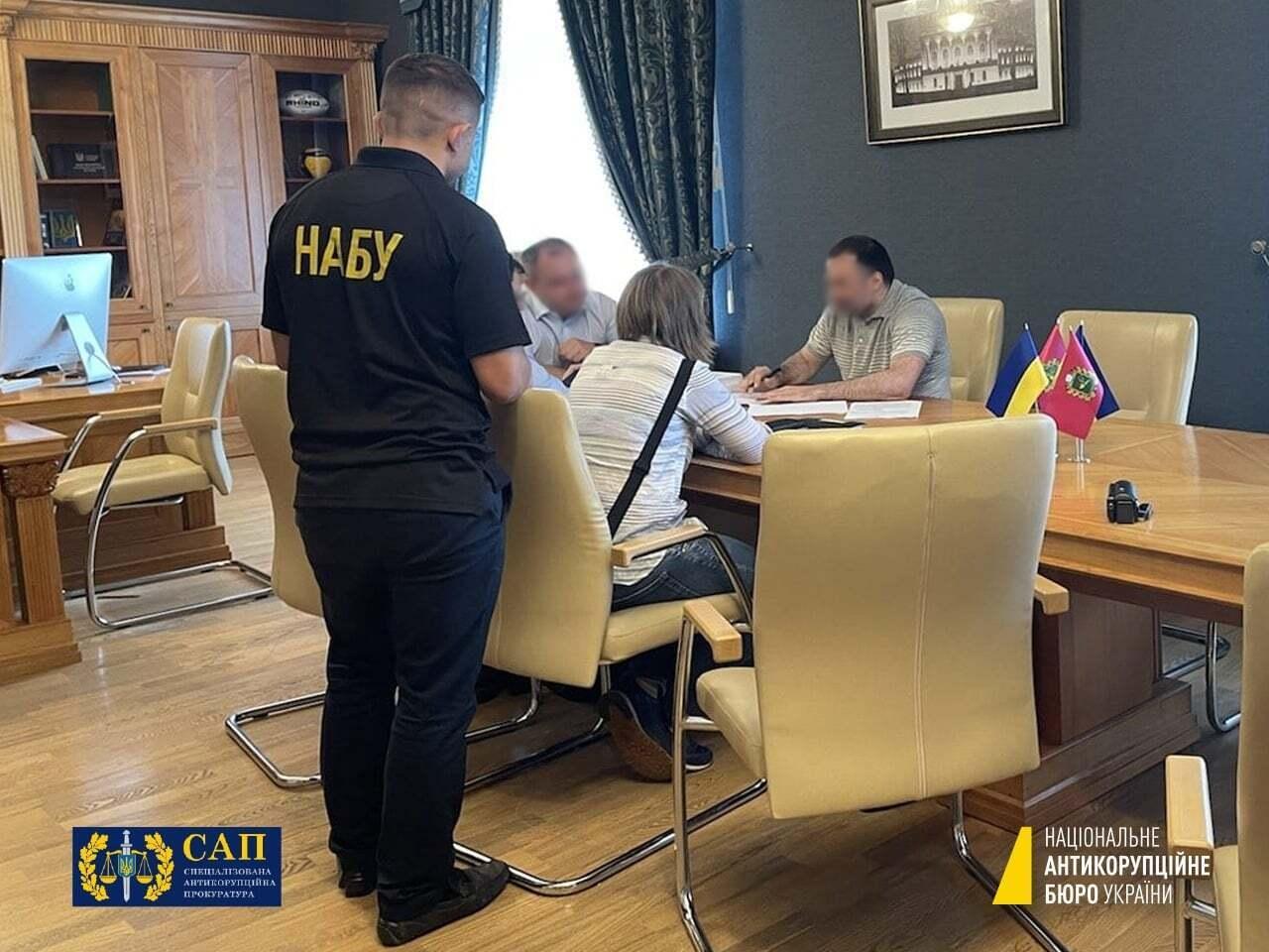 Детективи НАБУ вручили голові Харківської облради підозру