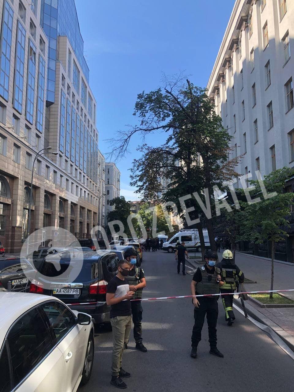 Здание Кабмина окружили правоохранители.