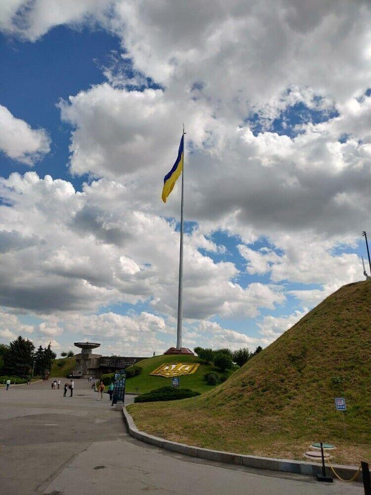 Флаг уже успел стать символом столицы.