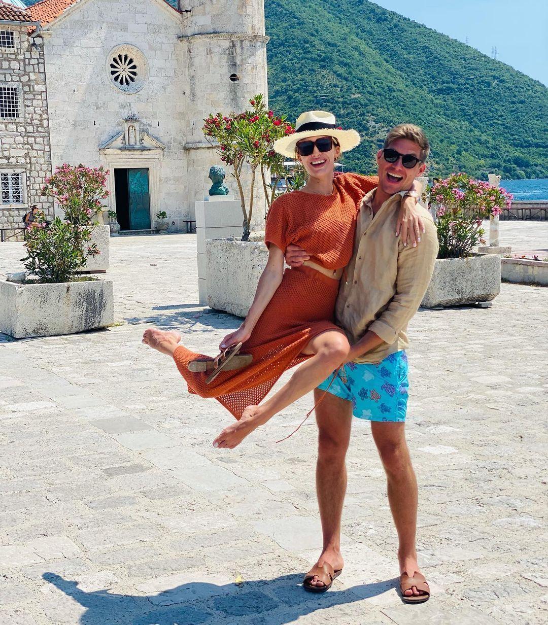 Остапчук с супругой на отдыхе.