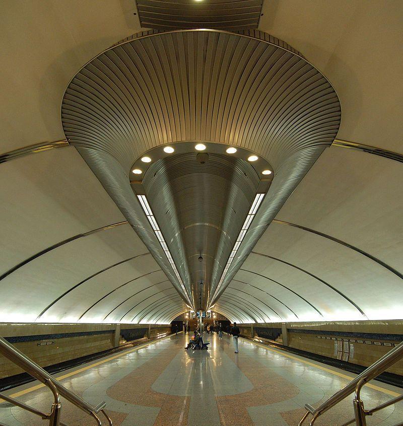"""""""Бориспольская"""" стала первой станцией метро в Украине с лифтами."""
