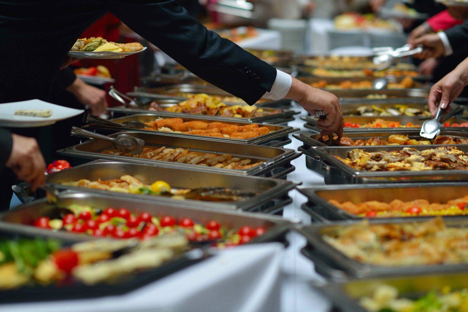 Шведський стіл набагато вигідніше готельєрам, ніж закладам, де є порційне меню