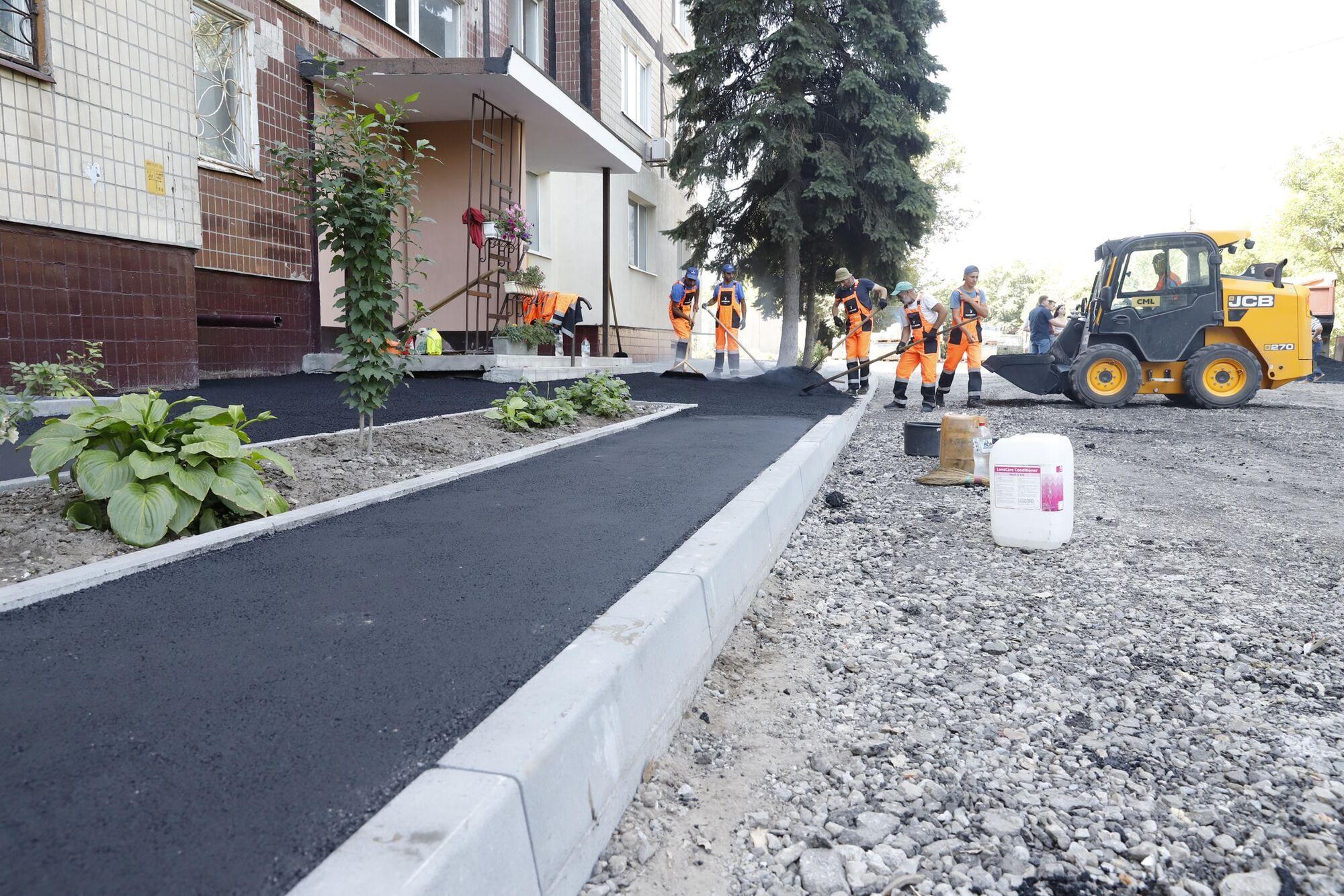 Впервые за несколько десятилетий обновляют не только дороги, но и тротуары и бордюры