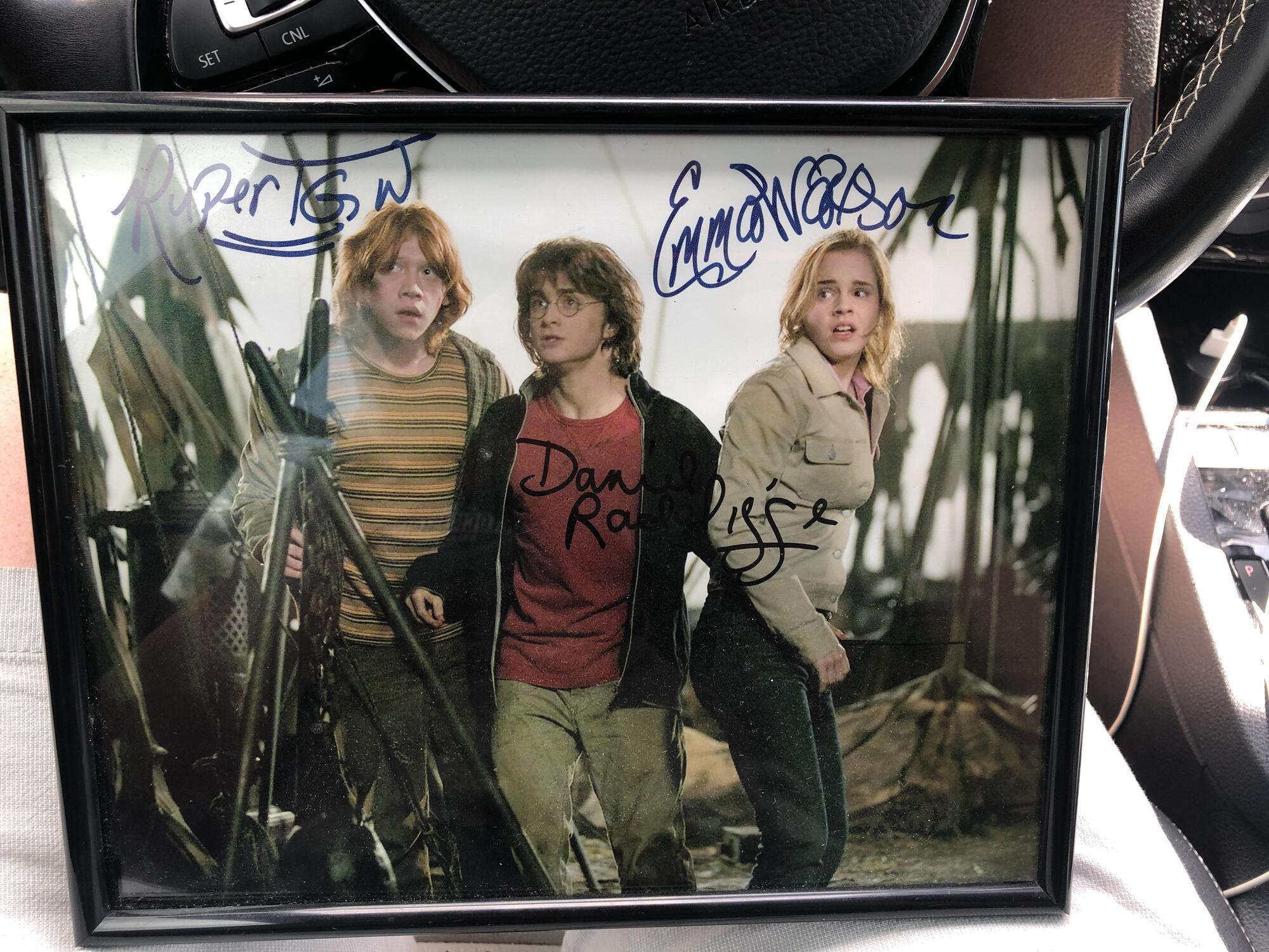 Парень купил настоящий автограф Гарри Поттера.
