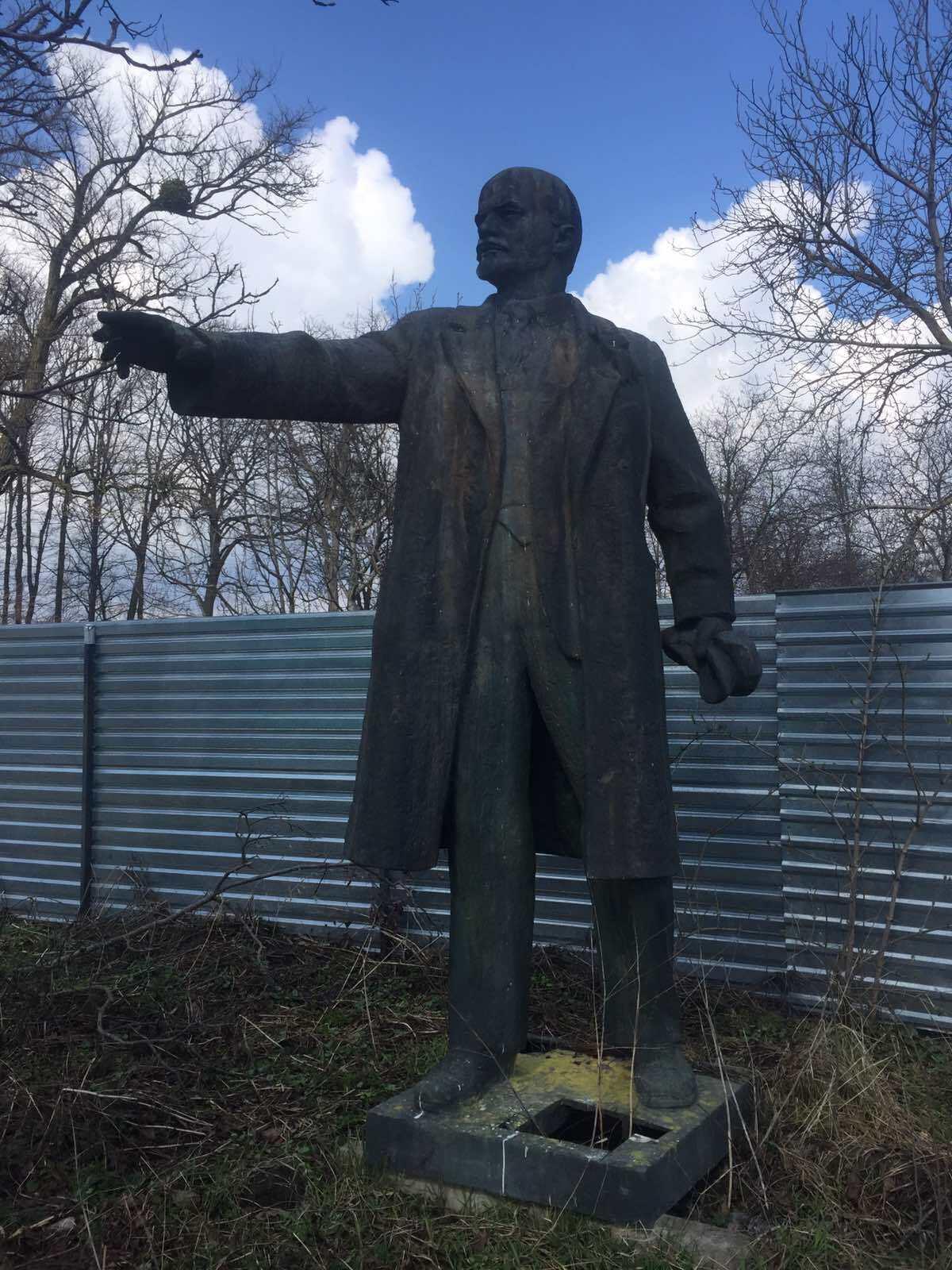 Висота пам'ятника Леніну 3,8 м.