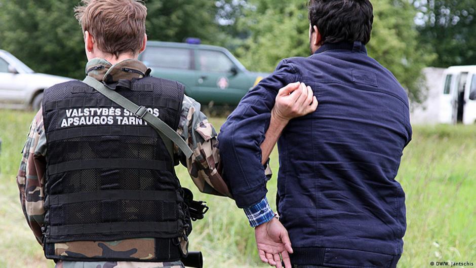 Затримання мігрантів литовськими прикордонниками.